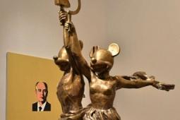 Эта шутка будет вечной, если… Ленин, Микки-Маус и Христос на первой в России ретроспективе Александра Косолапова